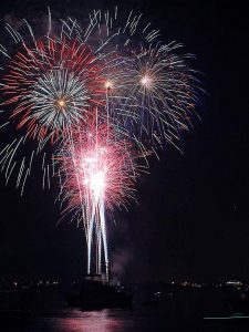 Fireworks_diego_bay_on_the_fourth_of_july