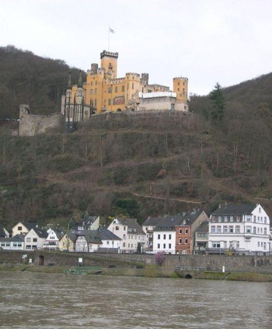 El Rin está poblado de castillos