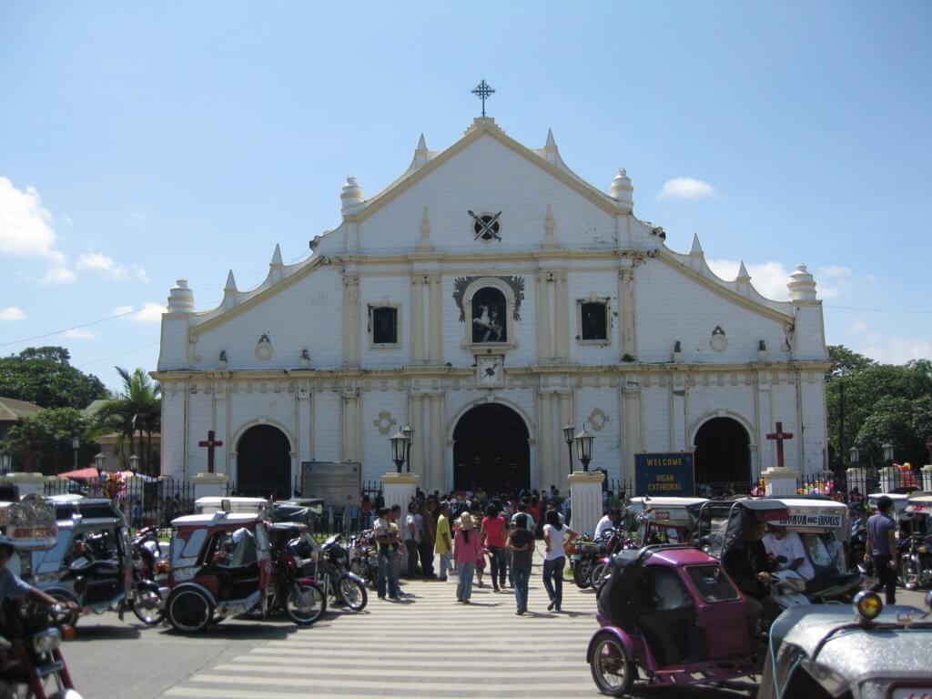 Iglesia los domingos en VIgán
