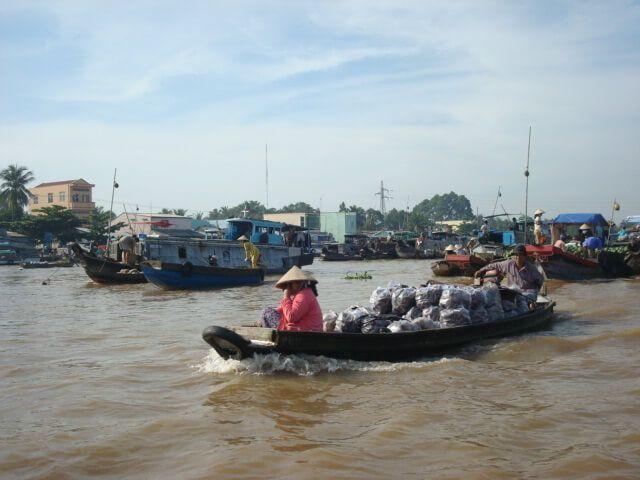 El transporte de mercancías es enorme en esta parte del río