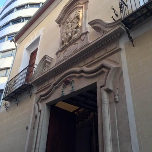 Fachada principal del colegio del arte mayor de la seda.