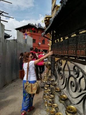 Dando vueltas a la stupa de Swayanbhunath