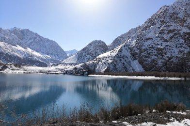 El lago Islanderkul en Tayikistán