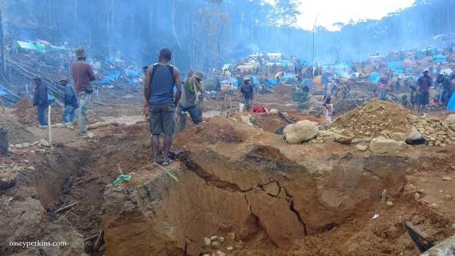 Miners digging at a rush site near Ambatondrazaka. Photo: Rosey Perins