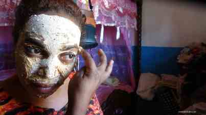 Female trader putting on natural sunscreen, Ilakaka. Photo: Rosey Perkins