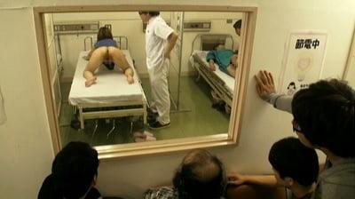 下半身だけ裸で診察4