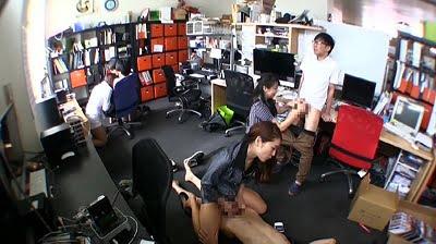 CFNM固定カメラでOL達が手コキ抜き