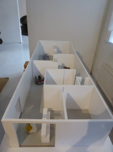 A long overview photographed the construction with the mini sculptures in nit.