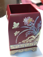 Mother of pearl in-laid pen holder