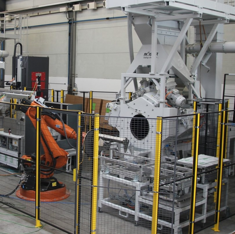 Rosler RROB Roboblaster with parts transportation system