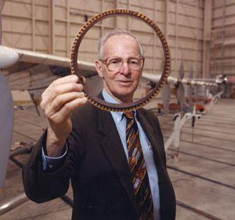 Gen. Paul MacCready - to on zainspirował powstanie okularów Ray-Ban