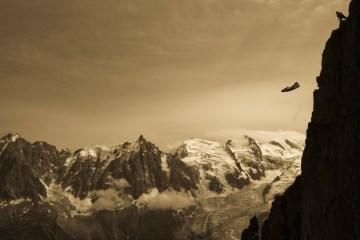 Najbardziej ekstremalny sport świata - Wingsuit! [VIDEO]