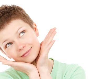 Domowa pielęgnacja twarzy - tonizowanie skóry naturalnymi tonikami