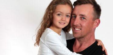Córeczka tatusia – jaki wpływ na życie córki ma ojciec?