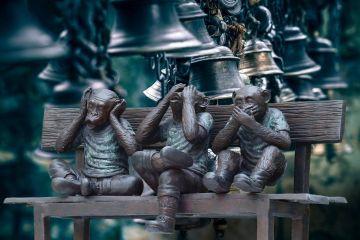Trzy mądre małpy, czyli buddyjska ścieżka szczęśliwego i godnego życia