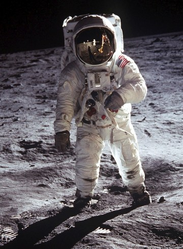 astronauta na księżycu NASA
