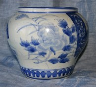 delft-vase-bleu-et-blanc-a-motifs-japonisants-2-xixe-ou-xviiie-siecle-haut-18-cm-dia-21-cm-origine-rosset-granger