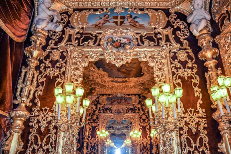The infinity effect inside the Imperial Box - La Fenice Opera House in Venice, Italy - www.rossiwrites.com