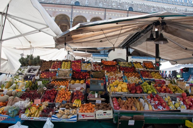 A fruit and veg stall, The Marketplace, Piazza delle Erbe, Padua, Italy - www.rossiwrites.com