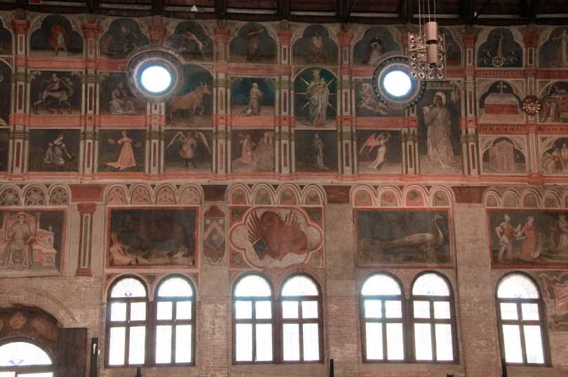 Frescoed walls, Great hall of Palazzo della Ragione , Padua, Italy - www.rossiwrites.com