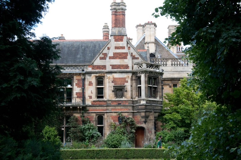 Student residence hall, Pembroke College, Cambridge, England - www.rossiwrites.com