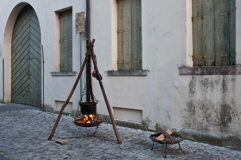 Bubbling cauldron, Mediaevil Fair, Castelfranco Veneto, Italy - www.rossiwrites.com
