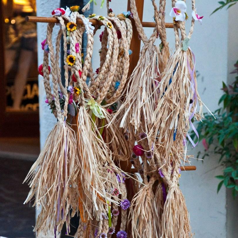 Straw hairbands, Mediaevil Fair, Castelfranco Veneto, Italy - www.rossiwrites.com