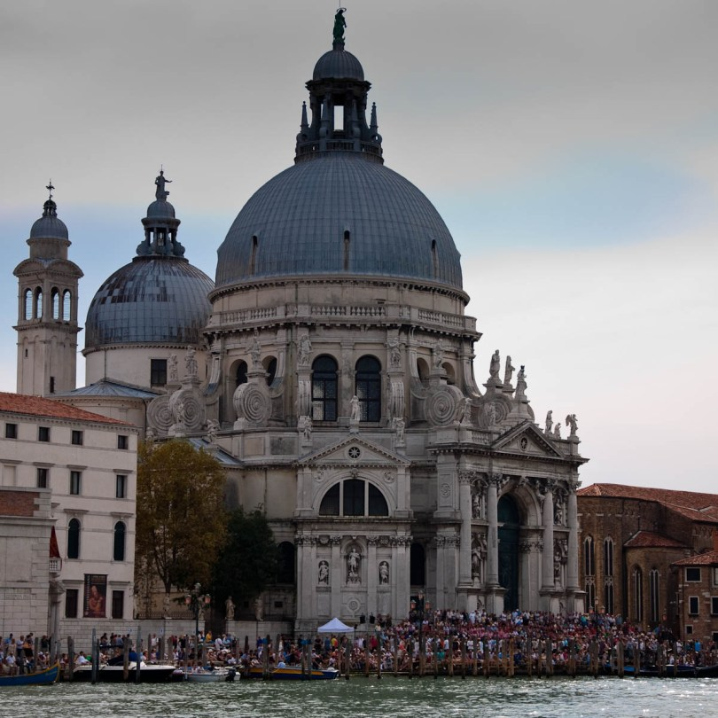 The crowd in front of Santa Maria della Salute waiting for the start of the regatta, Historical Regatta, Venice, Italy - www.rossiwrites.com