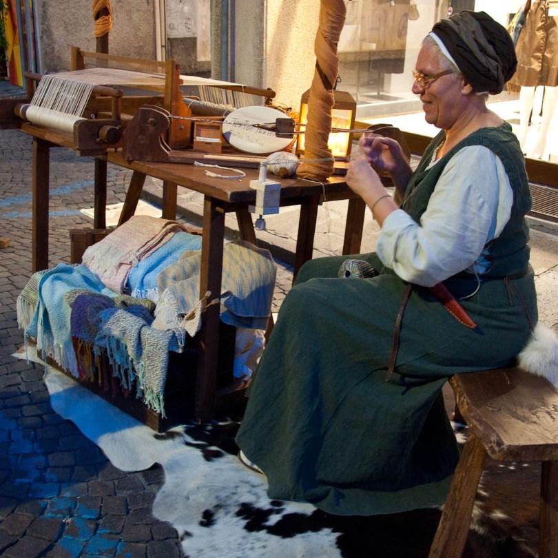 The textile maker, Mediaevil Fair, Castelfranco Veneto, Italy - www.rossiwrites.com