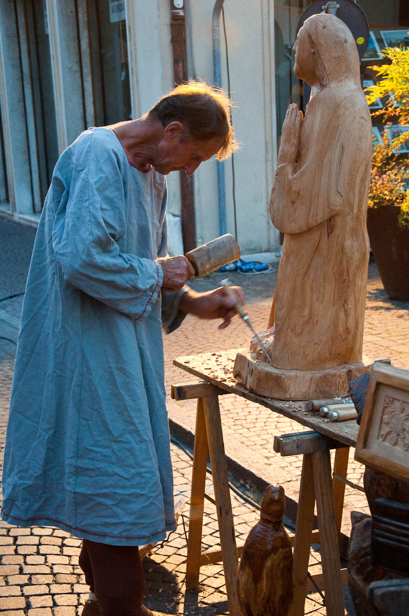 The wood carver, Mediaevil Fair, Castelfranco Veneto, Italy - www.rossiwrites.com