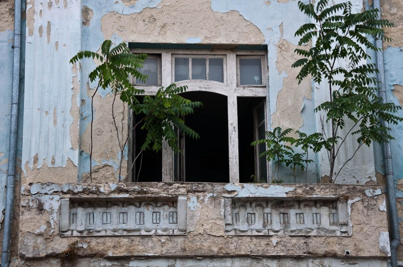 a-dilapidated-building-varna-bulgaria-www.rossiwrites.com