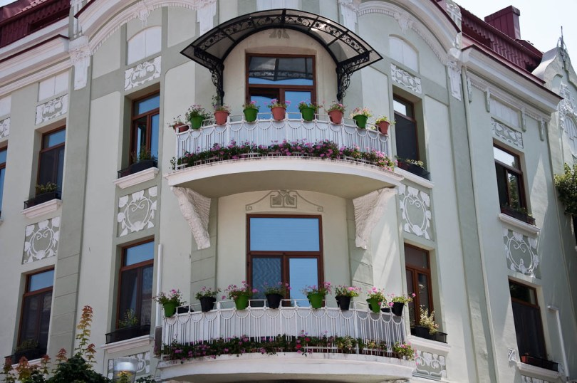 a-renovated-facade-varna-bulgaria-www.rossiwrites.com