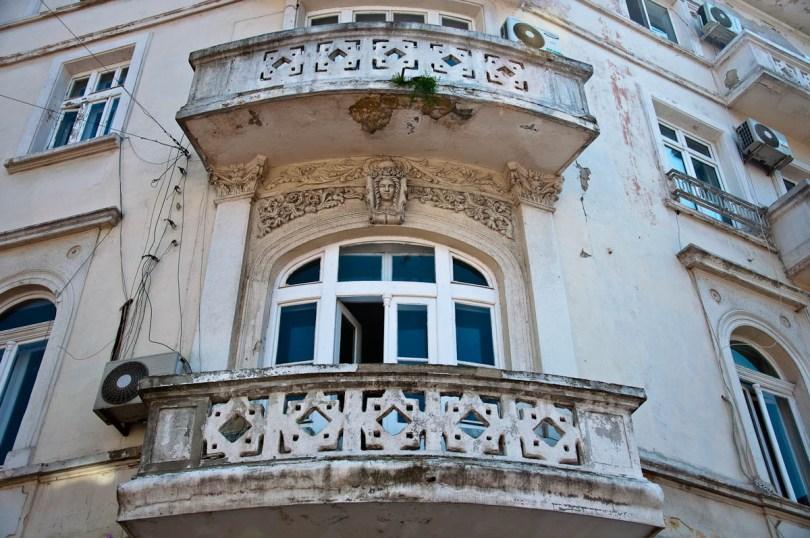 dilapidated-ochre-ornamented-facade-varna-bulgaria-www.rossiwrites.com