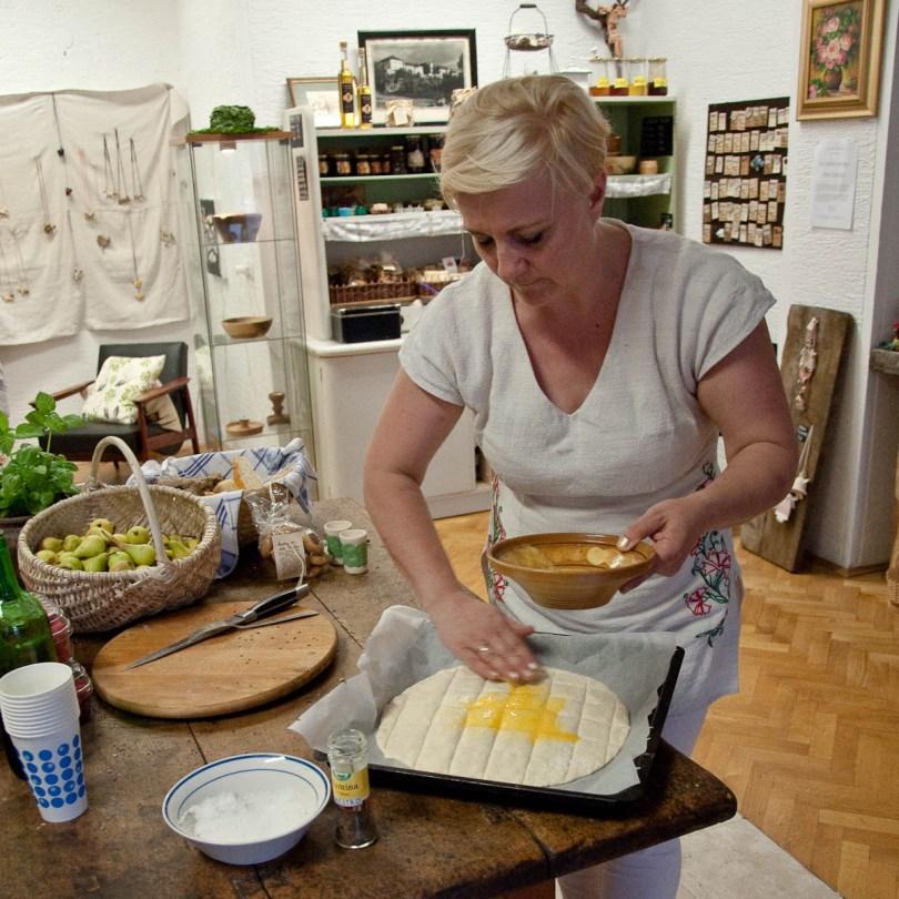 making-a-pogaca-bibi-turizem-crnomelj-bela-krajina-slovenia-www.rossiwrites.com