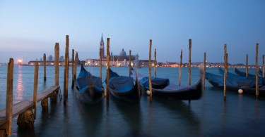 venice-in-blue-gondolas-and-the-island-of-san-giorgio-maggiore-www.rossiwrites.com