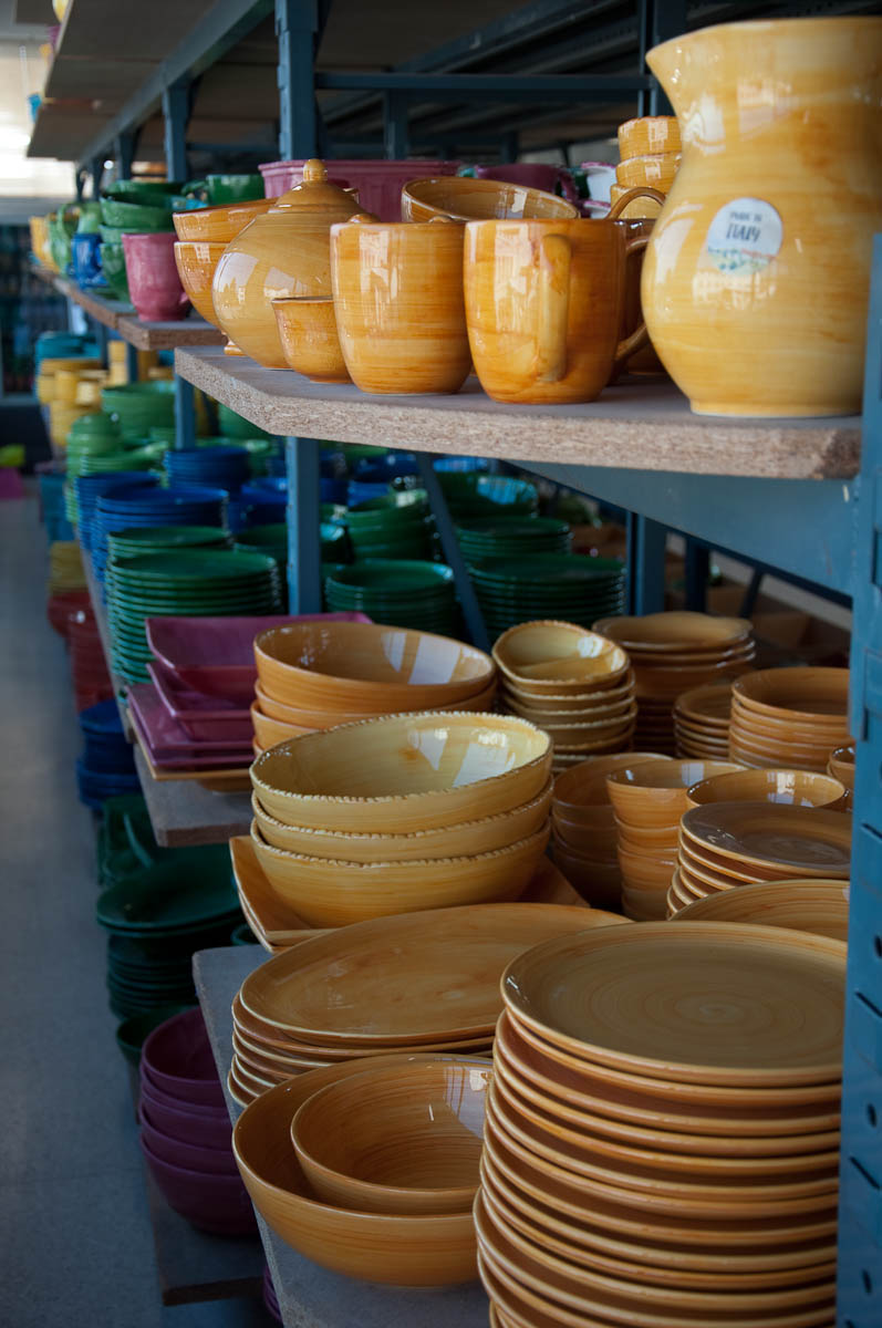 Colourful ceramic bowls and plates - Nove, Veneto, Italy - www.rossiwrites.com