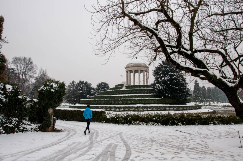 A woman in a blue jacket - Parco Querini, Vicenza, Veneto, Italy - www.rossiwrites.com