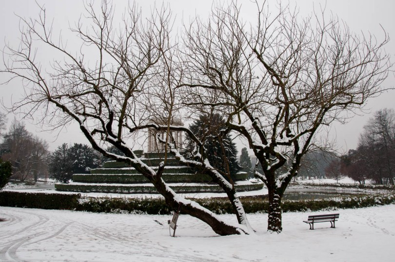 The alcove seen through a snow-covered tree - Parco Querini, Vicenza, Veneto, Italy - www.rossiwrites.com