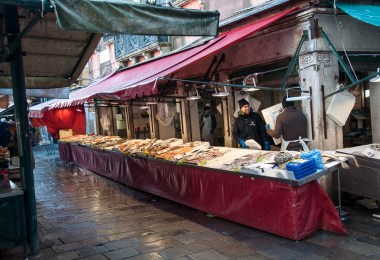 Fishmongers at work - Rialto Fish Market, Venice, Italy - www.rossiwrites.com