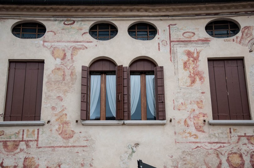 A faded painted facade - Noale, Veneto, Italy - www.rossiwrites.com