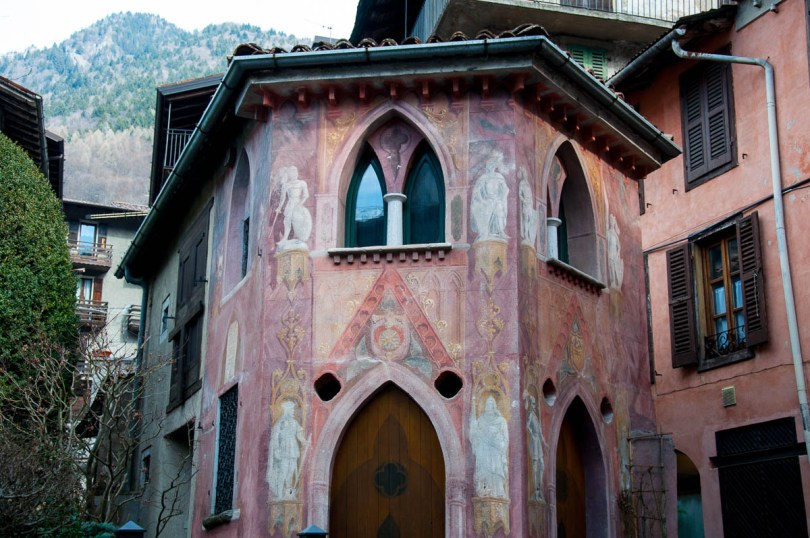 A painted house - Bagolino, Lombardy, Italy - www.rossiwrites.com