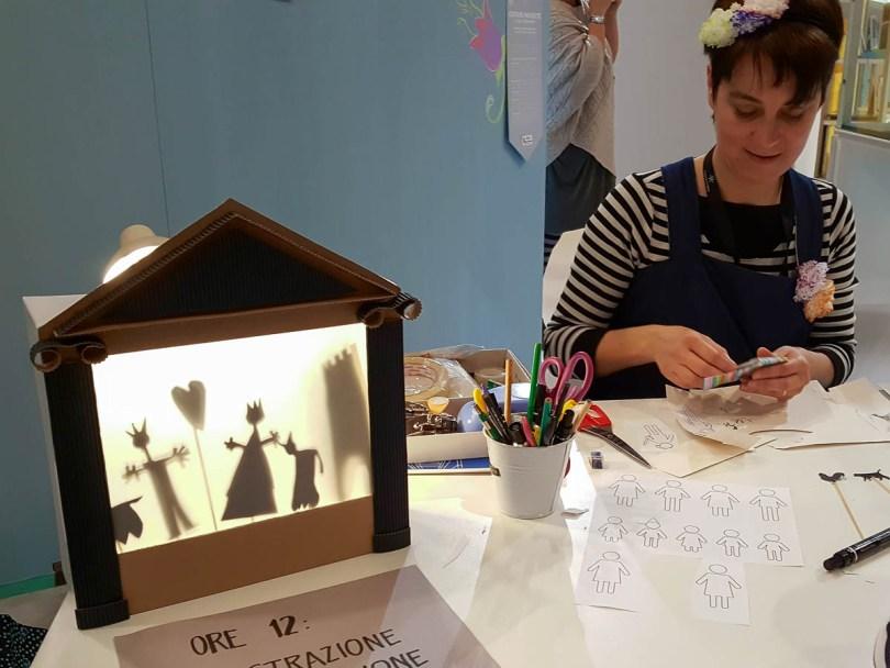 Eliza Meneghin with her paper theatre - Creative Mamy - Abilmente Primavera 2017 - Vicenza, Italy - www.rossiwrites.com