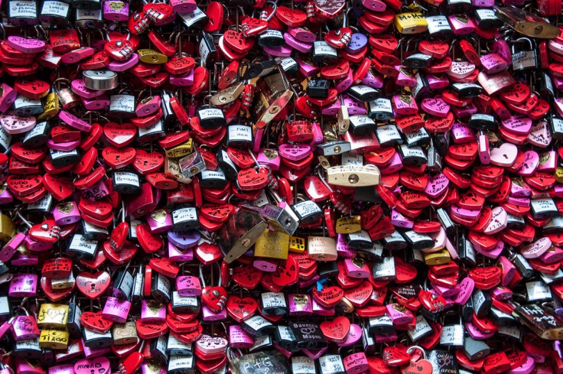 Love locks - Juliet's House, Verona, Italy - www.rossiwrites.com