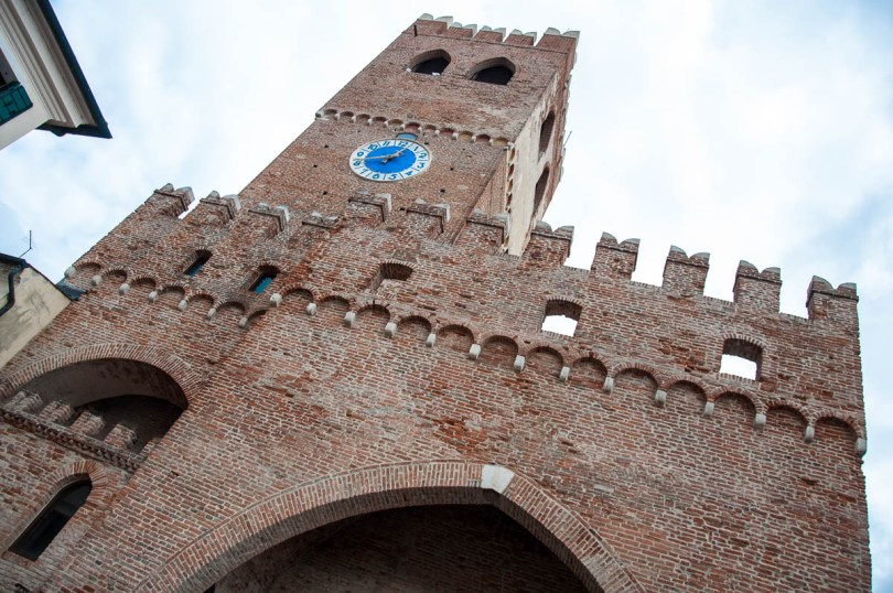 The clocktower Torre Est with the Porta Trevigiana - Noale, Veneto, Italy - www.rossiwrites.com