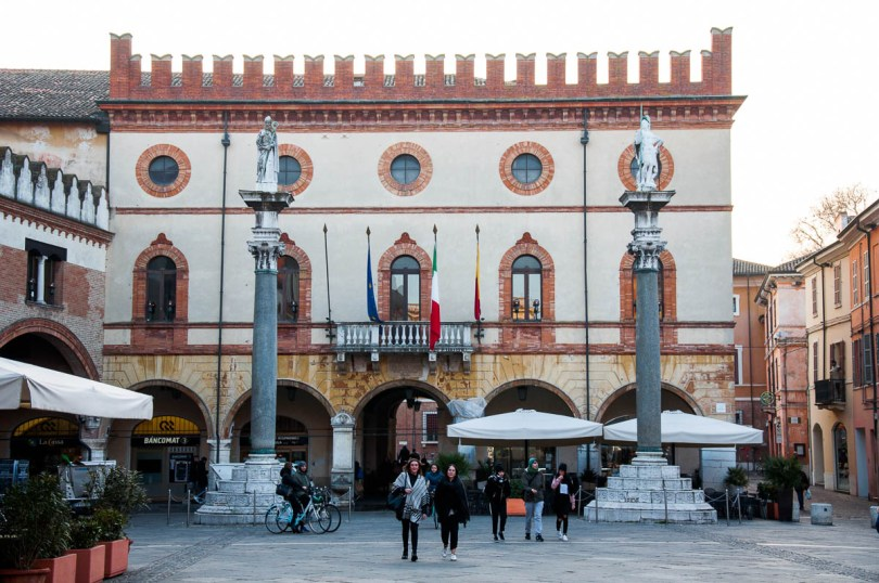 The main square - Ravenna, Italy - www.rossiwrites.com