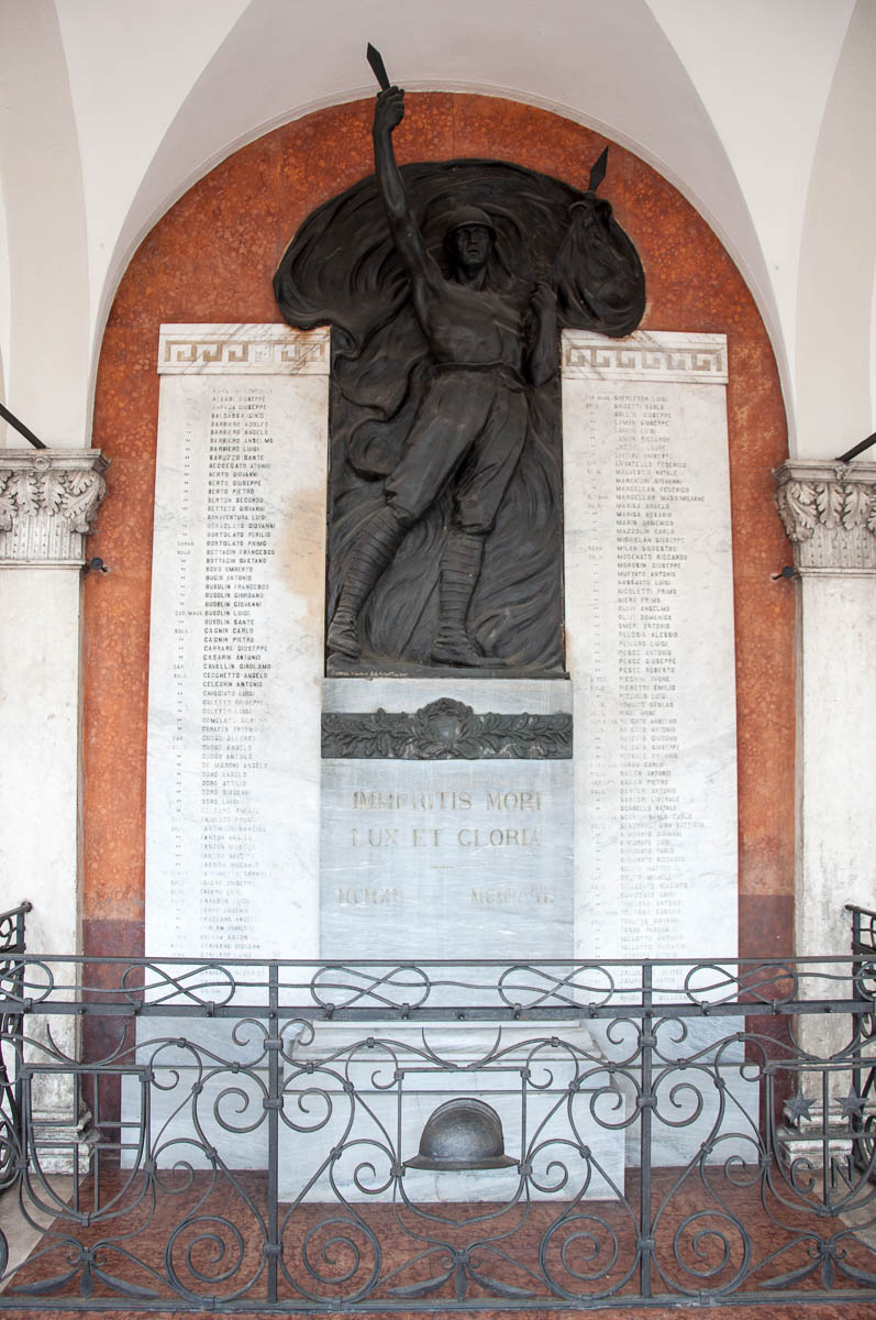 The monument of the fallen in the First World War - The 19-th century Palazzo della Loggia - Noale, Veneto, Italy - www.rossiwrites.com