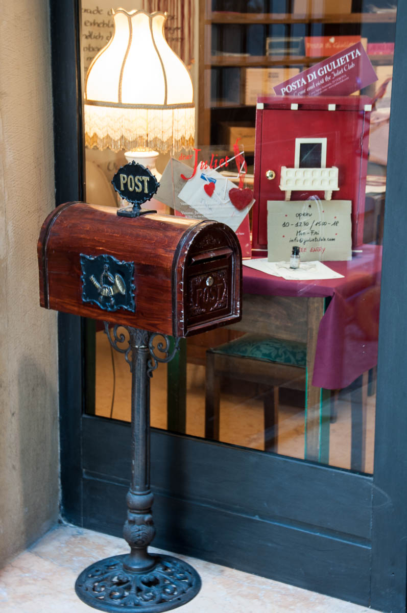 The post box at the entrance of Juliet Club - Verona, Italy - www.rossiwrites.com