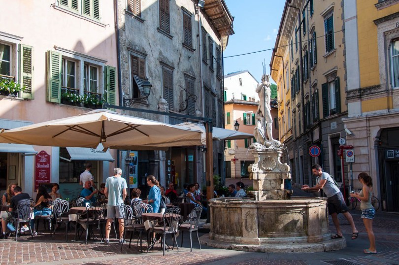 The Fountain of Neptune and Cafe Bontadi at Piazza Cesare Battisti - Historical Centre, Rovereto, Trentino, Italy - www.rossiwrites.com