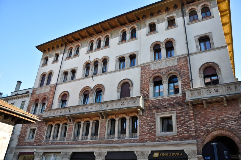 A beautiful building in Treviso - Veneto, Italy - www.rossiwrites.com