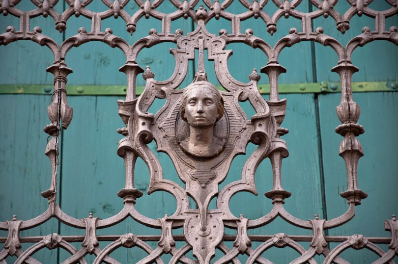 Close-up of a wrought-iron balcony - Cologna Veneta, Italy - rossiwrites.com